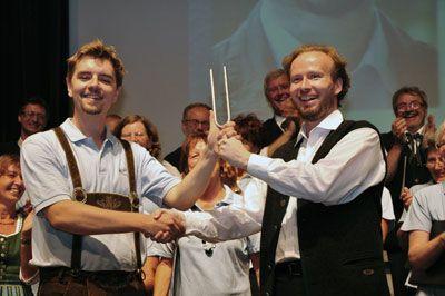 Stimmgabelübergabe von Johannes Kafka an Wolfgang W. Mayer am Juni 2012