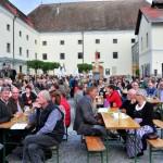 Zushöhrer bei Musik vom Fass im Brauhof Freistadt
