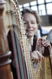 Harfenistin Martina Rifesser